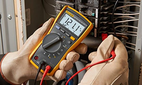 Fluke 115 measuring