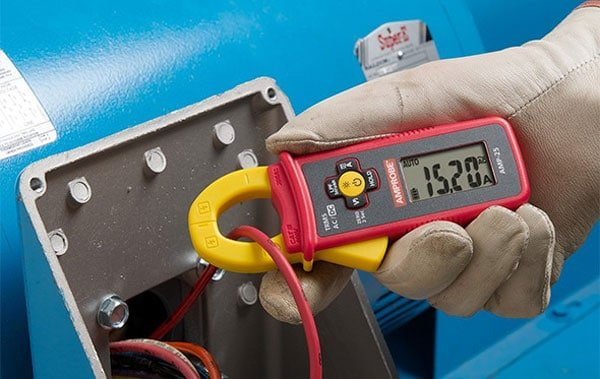 clamp meter measuring current
