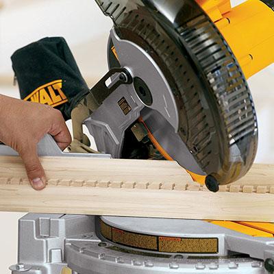 DEWALT DW713 sawing