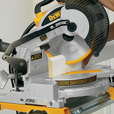 Wood sawing on a DEWALT DW713