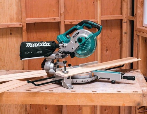 Makita XSL02Z saw