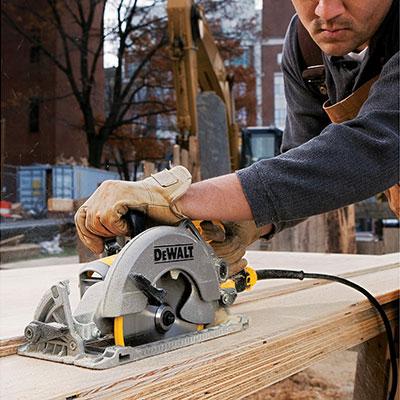 DEWALT DWS535 cutting wood