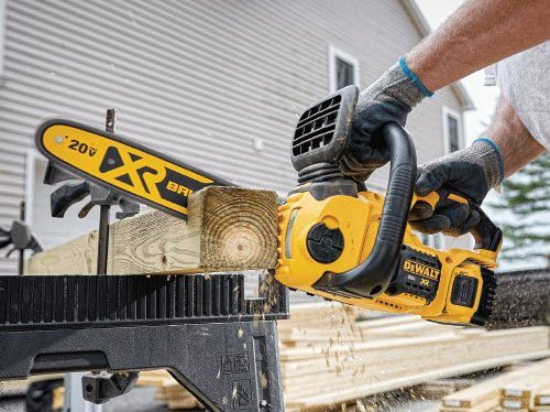 DEWALT DCCS620P1 timber cutting