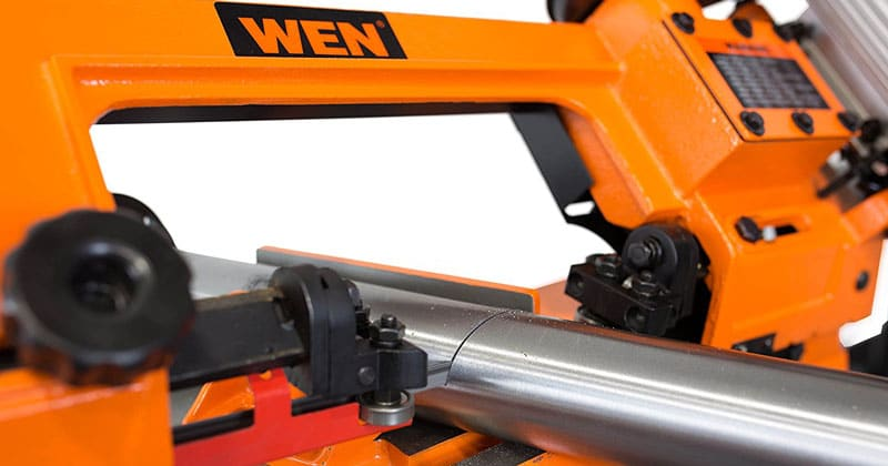 WEN 3970 horizontal bandsaw cutting metal pipe