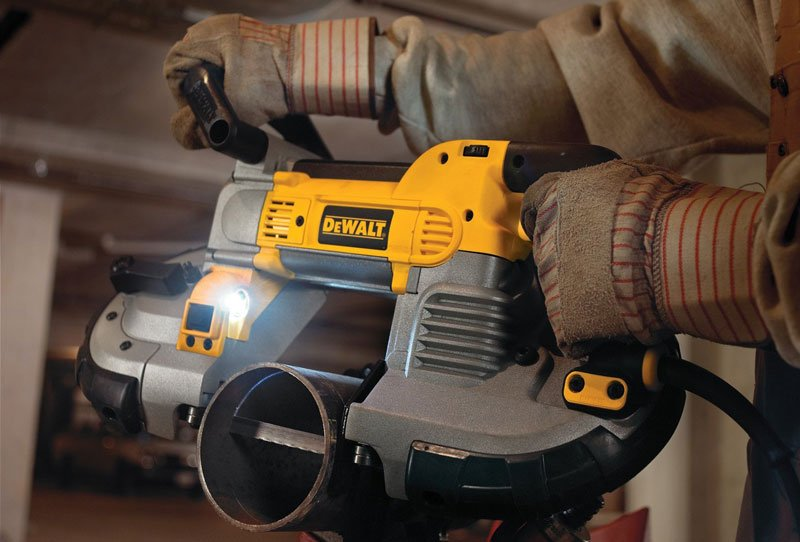 cutting pipes with Dewalt DCS374B