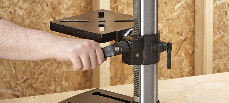 adjusting the SKIL 3320-01 3.2 Amp 10-Inch Drill Press