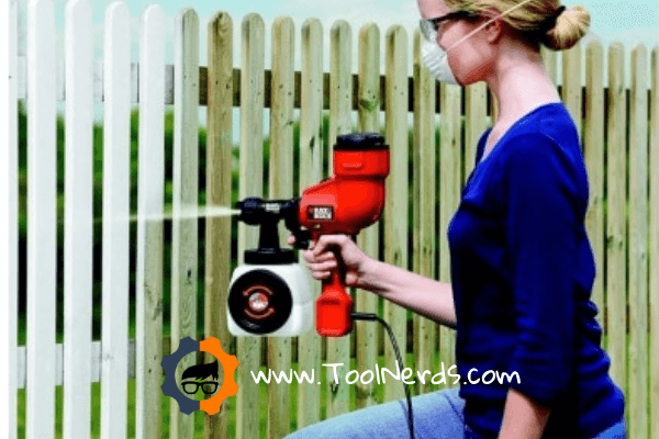 Painting a Fence with a Sprayer – How to Guide